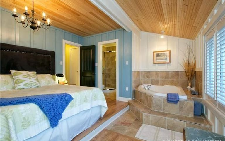 Romantic Lucky Duck Suite - Peachland - Appartement