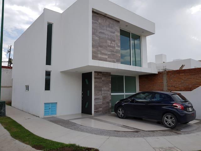 Hermosa casa en fraccionamiento privado