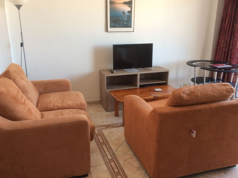 Lounge with settee & Chair