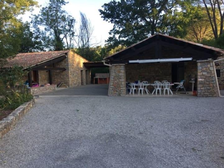 villa au calme a Entrecasteaux