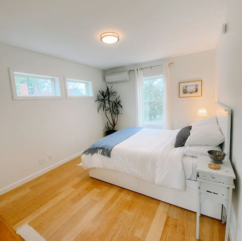 Cozy bedroom, with Casper mattress, zoned heating & cooling with bamboo floors.