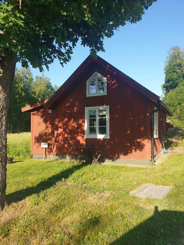 Leas källare - Mysig Stuga på landet med braskamin