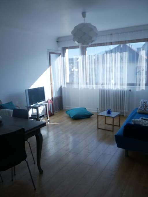 La pièce à vivre: vue 2 sur le coin salon