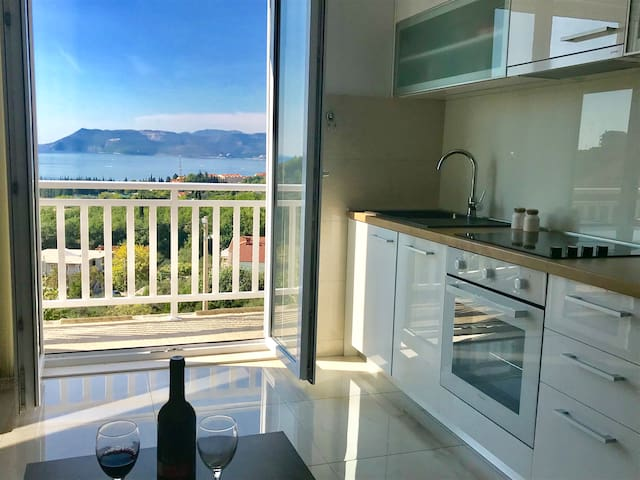 Luxury Sea-view family appt by the beach in Cavtat