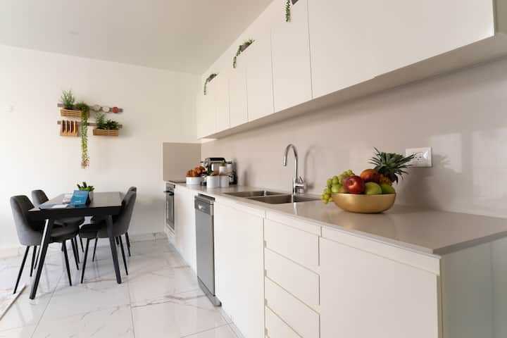 Beautifuly decorated 2 BR in jerusalem center