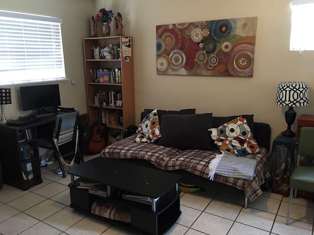 SXSW East Austin Duplex by Downtown - Austin - Huis