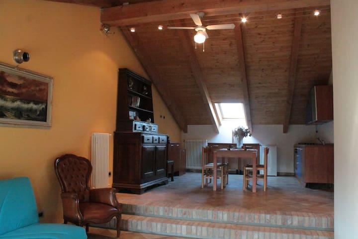 CASCINALE ALLOGGIO STILE RUSTICO - Nizza Monferrato - อพาร์ทเมนท์