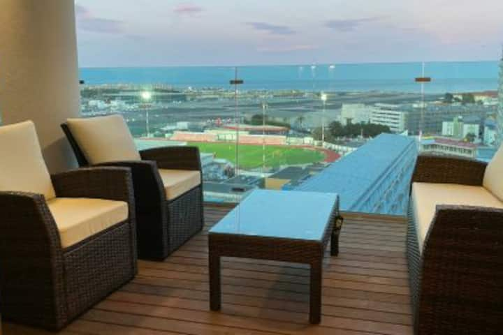 Spectacular 1 Bed apt with sea views on high floor
