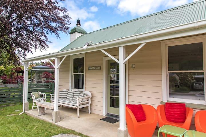 Off Plumb- Arr♡wtown cottage, fabulous location