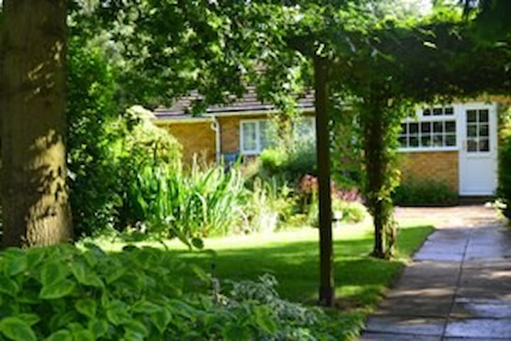 Homely bungalow with large gardens