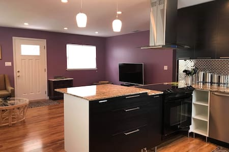 Updated cozy full home close to cities and beaches