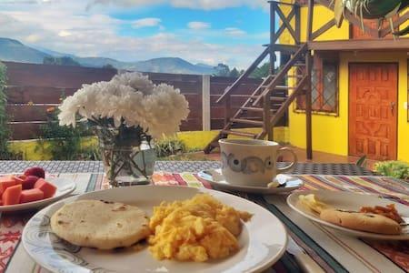 Habitación Matrimonial con desayuno en Silvia