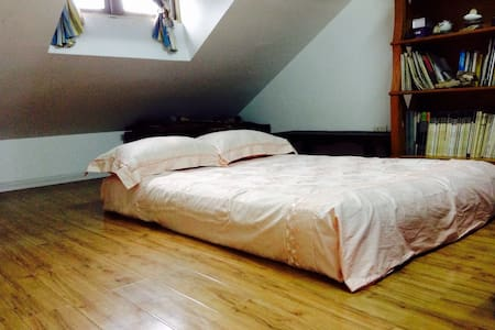 Cozy room with easy access of transport - Wuhan - Çatı Katı