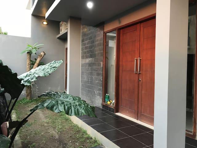 Cozy house 1BR near city center Denpasar