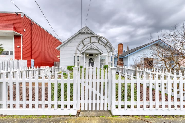 Charming Victorian gem w/ 11-foot ceilings, furnished deck, & private gas grill