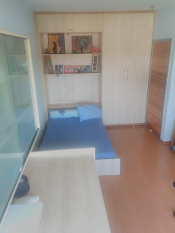 Private room 10mins from shopping mall/the beach. - Limasol - House