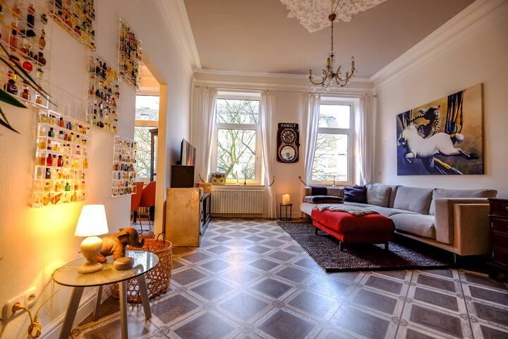 Exklusive Altbauwohnung mit Balkon in Bestlage
