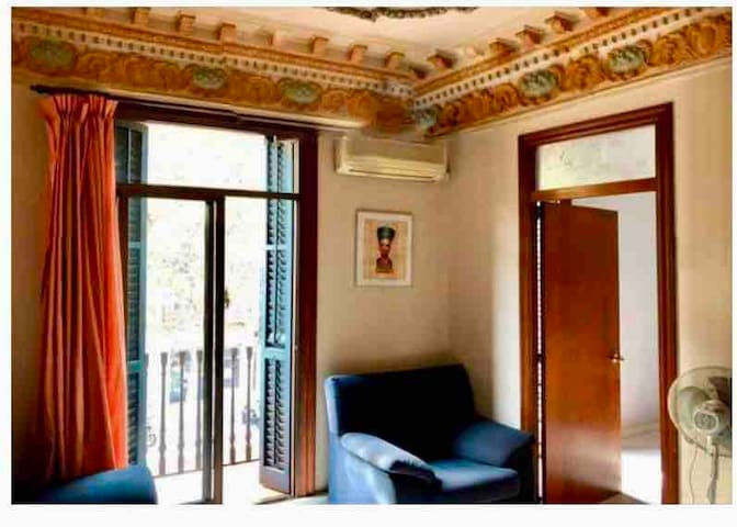 Big comfortable room in city center with breakfast