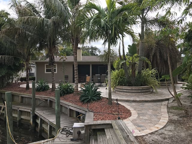 Private Water Frontage, Theater, Patio, Hot Tub - Bradenton - Rumah