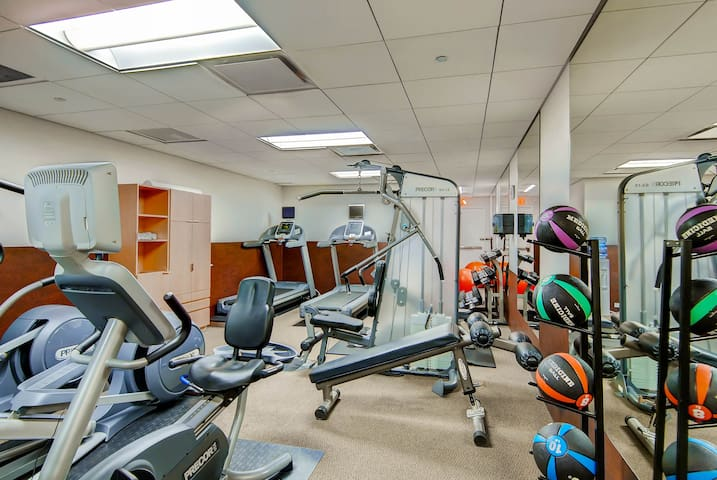 Opulent DC 1 Bedroom Apt + State of Art Fitness!