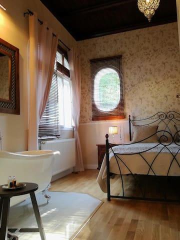 SPA Villa Residence - 2BR Boutique Apartment
