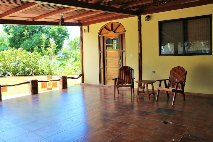 Tranquil 2 bedroom home 5 minutes from Pedasi