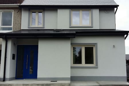2) Newly renovated house in Ennis - Rumah