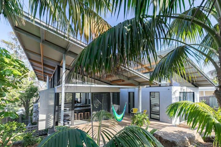 LUXICO | 42Byron - Byron central contemporary home