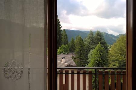 Trilocale a due passi dal centro e dalle piste sci - Castione della Presolana - Leilighet