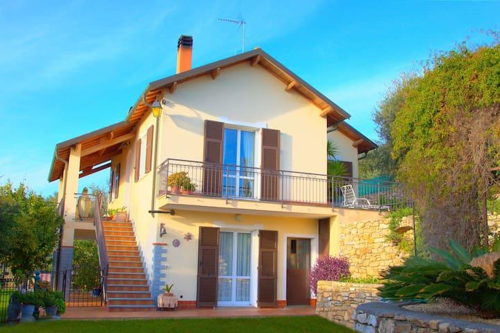 Casa Luciana - leilighet for 4 personer i enebolig, vakker hage og havutsikt 8026LT0022