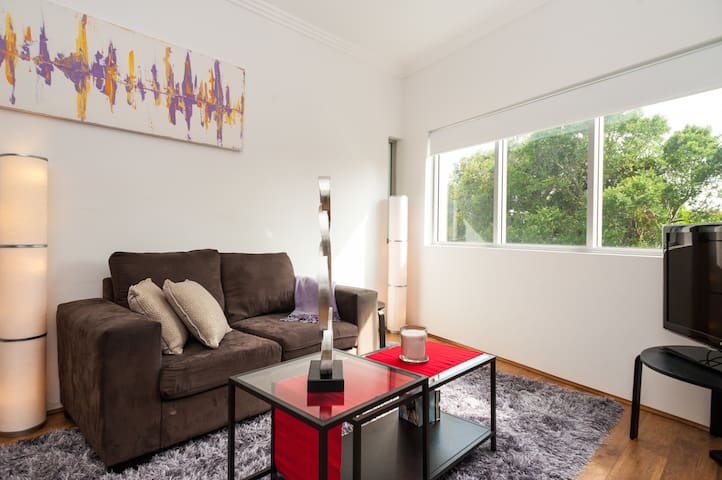 Welcome to Your very Own Home Away from Home! - Marrickville