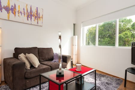 Welcome to Your very Own Home Away from Home! - Marrickville - Apartment