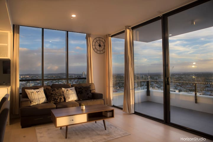 2Bedroom Unit with City/River/Mt View @ South Bank