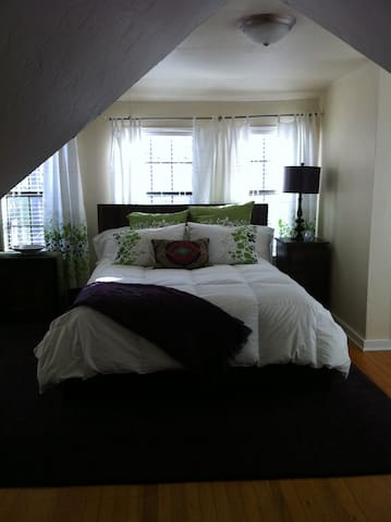 Lovely Sooner Cottage 4 blocks to OU. Sleeps 7-8 - Norman - House