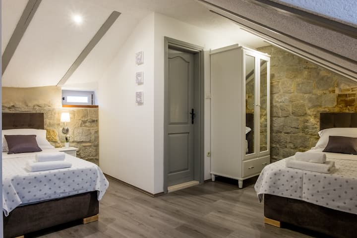 Xiv Century rooms- Standard triple room