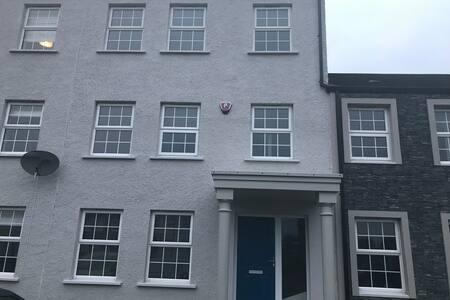 5 Bedroom Townhouse Rocks Portrush