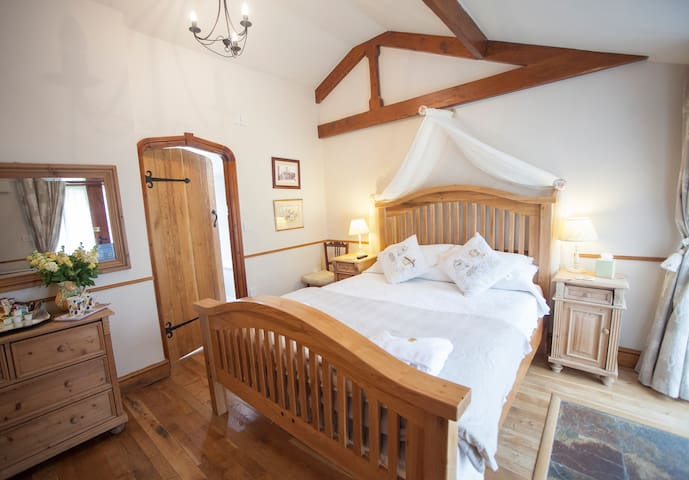 EnS Dble Rm in converted farm bldgs - Bradford-on-Avon - Bed & Breakfast