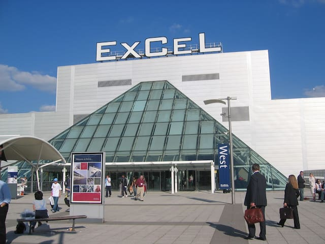 Room2 near ExCeL/CityAirport/O2/UEL/Canary Wharf!
