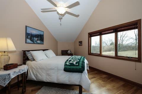 Lakeside Lodge Bedroom #2