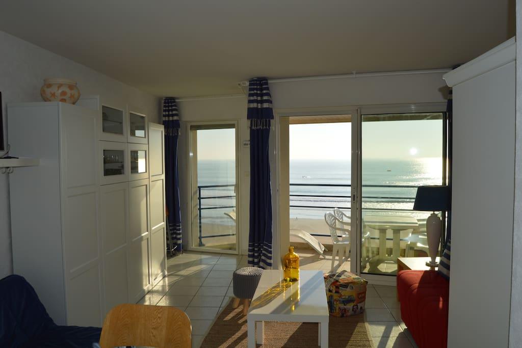 vue imprenable sur le front de mer apartments for rent in les sables d 39 olonne pays de la. Black Bedroom Furniture Sets. Home Design Ideas