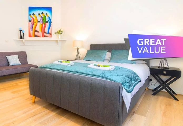 ★Minutes from the beach, shops and parks! ★ Free ✔Wifi✔Nespresso✔Netflix