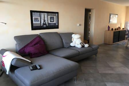Großzügige und ruhige Stadtwohnung - Pirmasens - Apartamento