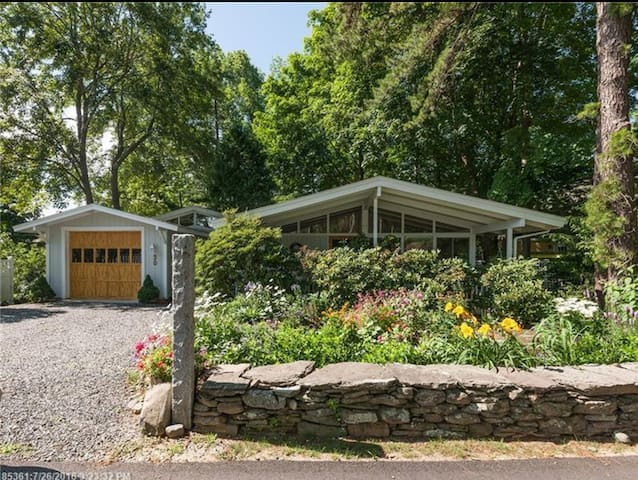 NEW LISTING - MCM DREAM - Walk to all of Ogunquit - Ogunquit - House