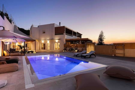 Puzzle Residence / Heated-Private Pool