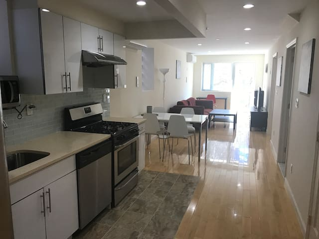 Quiet & Bright 1 Bedroom in Downtown Flushing