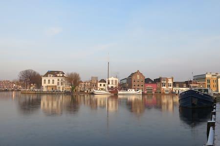 Slapen in Vermeers Zicht op Delft - Delft - Şehir evi