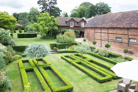 Peace & Comfort within a Hampshire walled garden