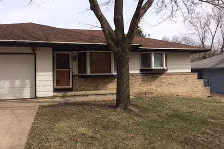 Morningside basement suite with lots of amenities - Sioux City - 独立屋