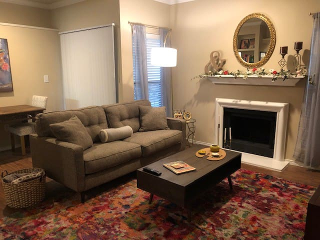 Katy Trail/ Knox District 1BR/1BA!!