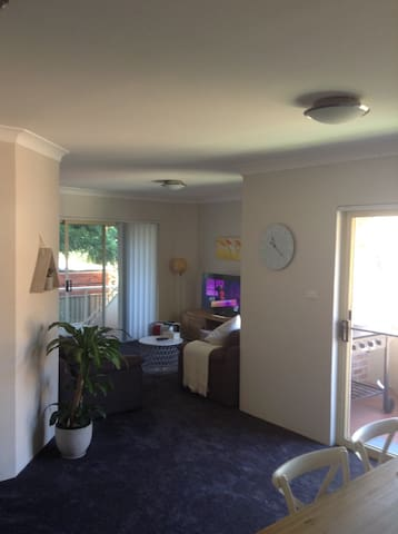 Private-quiet-convenient location - Oatley - Apartament